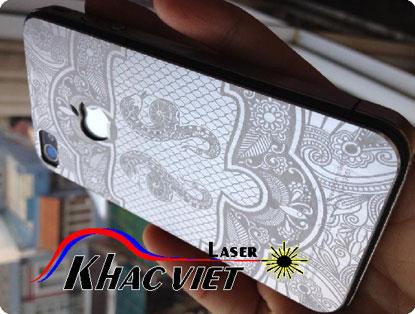 Khắc laser trên điện thoại, khắc nắp lưng điện thoại